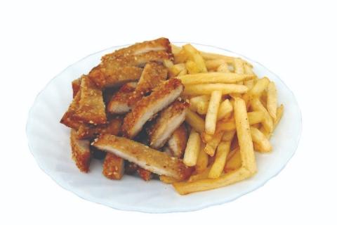 Pohovana piletina sa susamom i pomfrit copy-min
